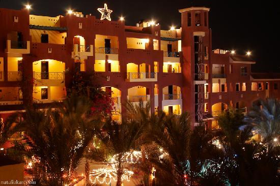 Sun & Sea Hotel: much warm light in darktime