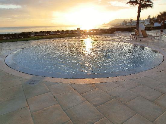 Mövenpick Hotel Gammarth Tunis: sunrise over the small pool