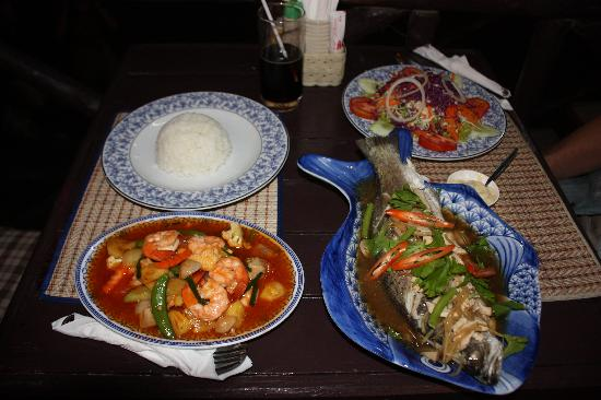 sea breeze : Fish, salad, prawn stir-fry...delicious!!