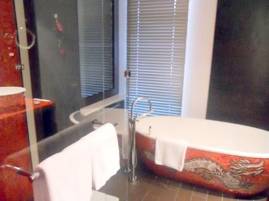 Buddha-Bar Hotel Prague: bathroom