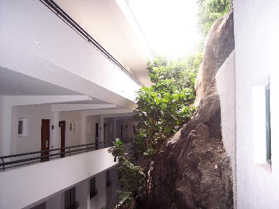 Barcelo Santiago : Walk way to rooms (lower floors)