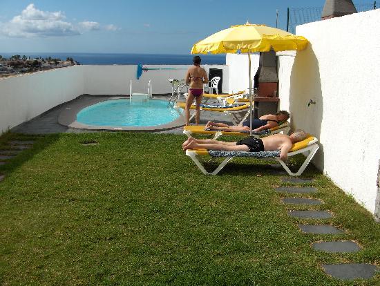 Mirador del Mar Villas: Stilla stund vid poolen