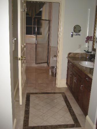 Hotel Diamond: Bathroom