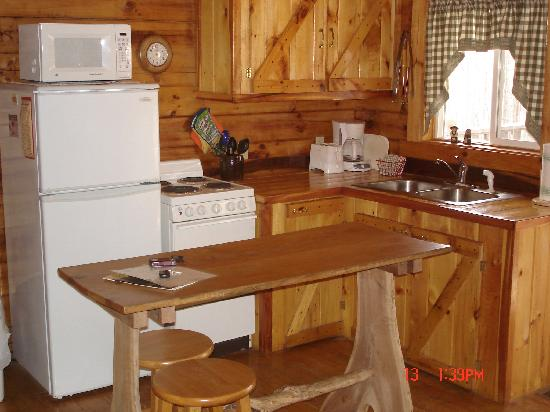 Great Escape Cabins - Hocking Hills Cabins of Choice : Serenity Ridge Kitchen
