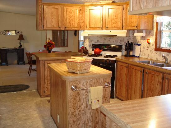 Great Escape Cabins - Hocking Hills Cabins of Choice : Wicklow Cottage Kitchen