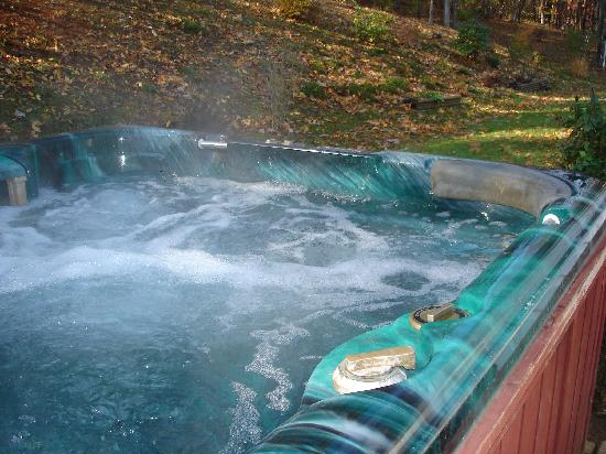 Great Escape Cabins - Hocking Hills Cabins of Choice : Wicklow Cottage Hot Tub