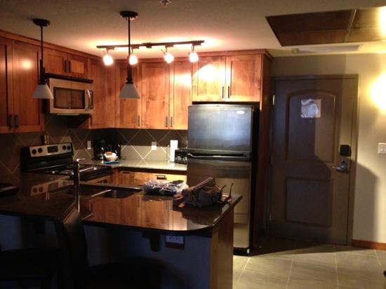 Stoneridge Mountain Resort by CLIQUE: kitchen
