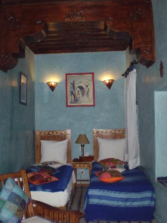 Riad Samsli: blue room