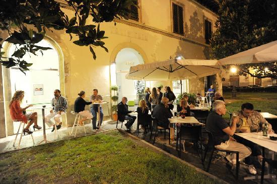 Ideal Firenze: Aperitivo in giardino