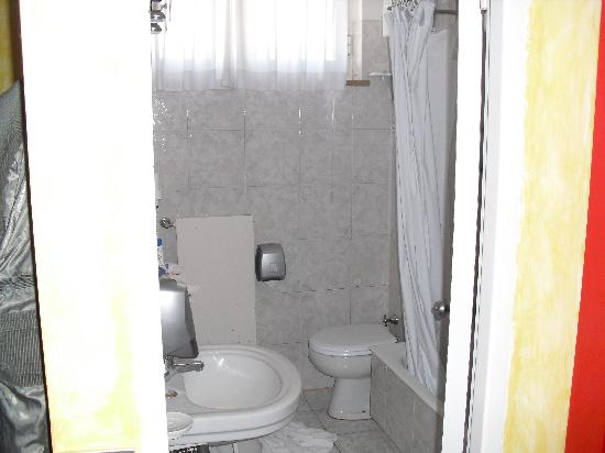 Hotel Gamma: Baño
