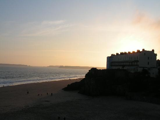 Myrtle House Hotel: Sunset over Tenby Beach