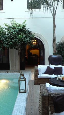 Riad Kheirredine: Une pause dans la patio ... mmmm