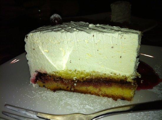 Bajorkiemis: Mascarpone cheescake with no mascarpone cheese in it!