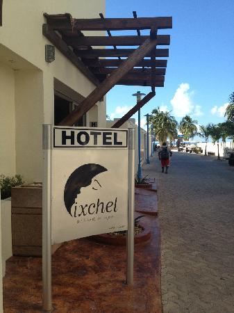 Ixchel Beach Hotel: Entrance to Phase II