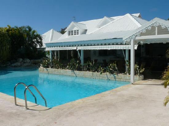 Hostellerie des Chateaux : Poolside