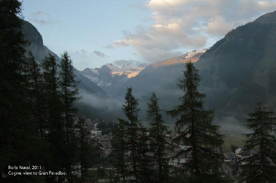 B&B della Miniera: View from the window towards Gran Paradiso