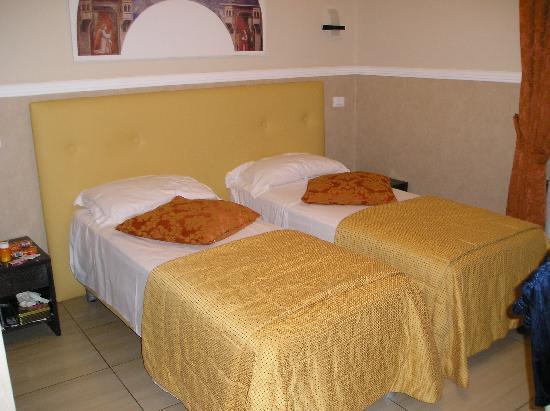 Mocenigo Vatican Suites: Twin Beds in the Giotto Room