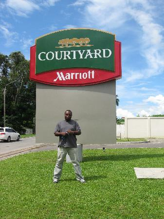 Courtyard Paramaribo: infront of the hotel