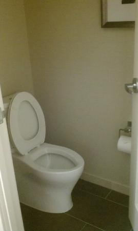 The Hotel at Arundel Preserve: Toilet separated by door