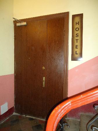 Tiger Hostel : entrée dortoir