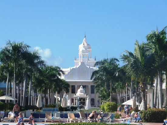 Hotel Riu Palace Punta Cana: Looking back from the pool area.
