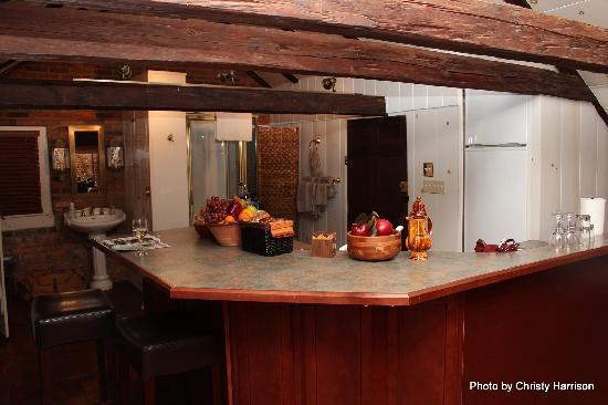 Inn at Lincoln Square: Annie Danner kitchen and bath