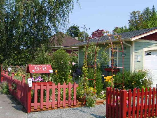 A Scented Garden Bed and Breakfast: Stroll our Chemainus BC gardens