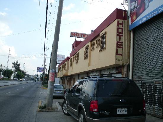 Arboledas Industrial: Vista del hotel desde la calle