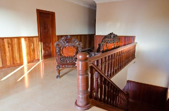 Ly Villa Angkor: Upstairs Landing