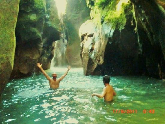 Hotel Don Moises: Swimming at nearby waterfall