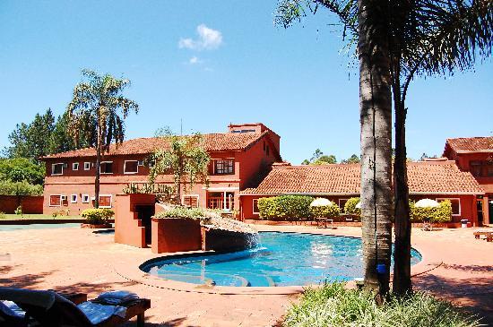 Marcopolo Suites Iguazu: Pisicina y solarium de día