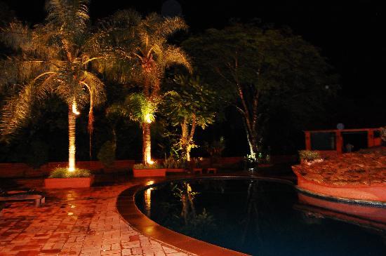 Marcopolo Suites Iguazu: Piscina hasta las 12hs!!!