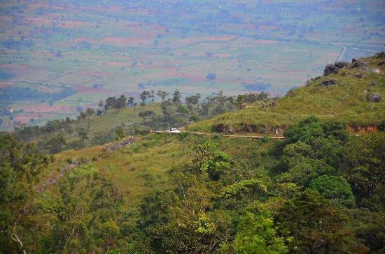 Himada Gopalswamy Temple: Car climbing through the winding roads