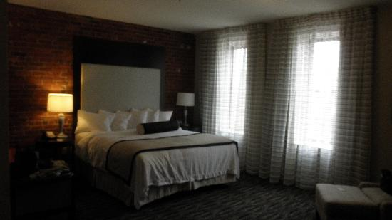 Fairfield Inn & Suites Keene Downtown : Standard King Room #229