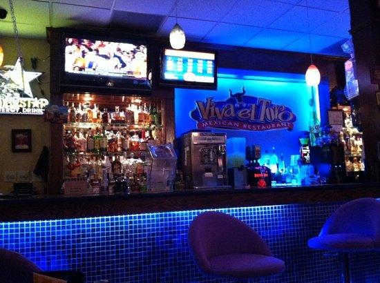 Viva El Toro Mexican Restaurant: we ate in the bar