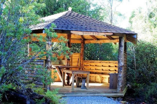 Cradle Mountain Highlanders Cottages: Guest BBQ shelter