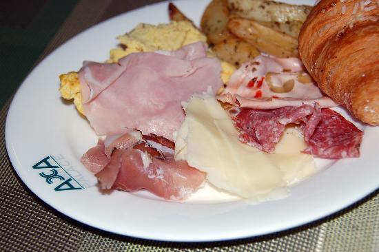 Acca Palace: Buffet Breakfast