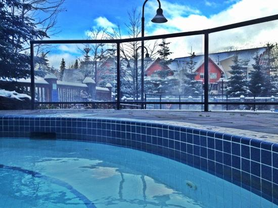 First Tracks Lodge: hot tub action:)!