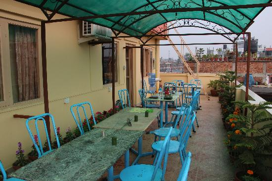 OYO 115 Hotel Backyard: Roof top terrace