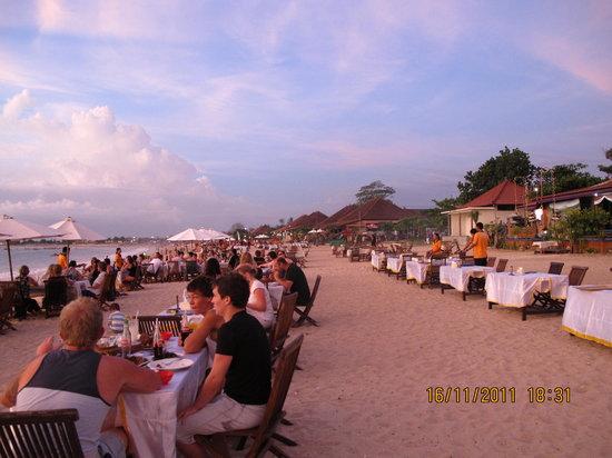 Romantic Dinner in Jimbaran Bay: Jimbaran beach BBQ dinner