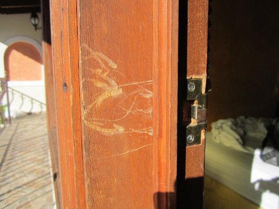 Hotel Villa Florencia: Door lock 2