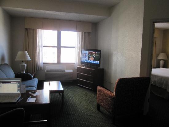 Residence Inn New Rochelle: living room