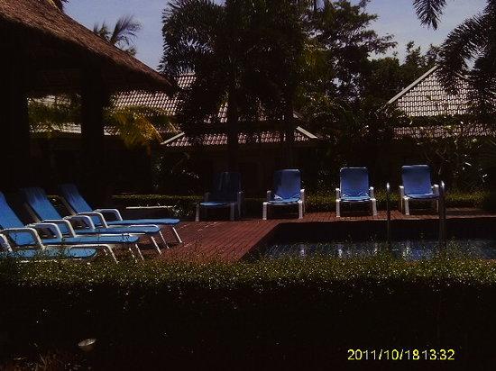 Naiharn Villa Garden