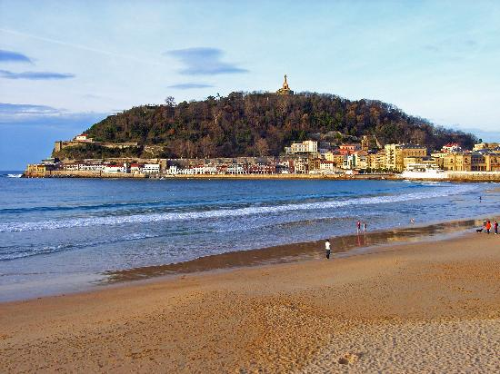 hoteles en la playa de la concha: