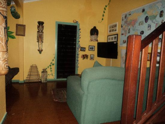 Travellers Oasis Backpackers : The common area - living room