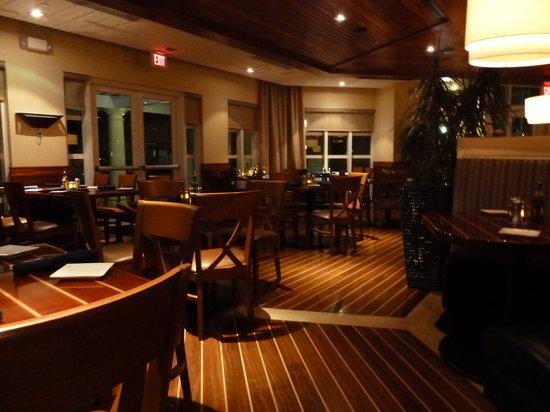 Marker 92 Waterfront Bar & Bistro: Inneneinrichtung