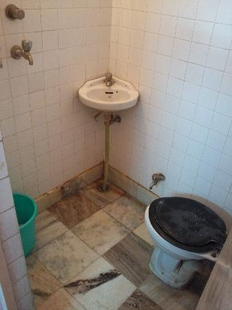 Hotel Namaskar: bathroom 2