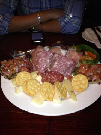 Giovanni's Restaurant & Pizzeria: antipasto platter
