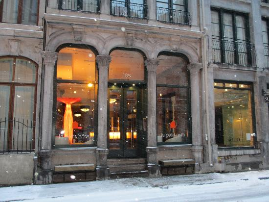 A snowy morning at Le Petit Hotel