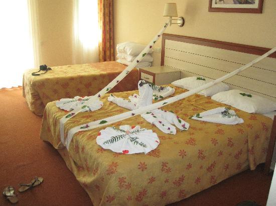 chambre décorée - Kuştur Club Holiday Village, Kuşadası Resmi ...
